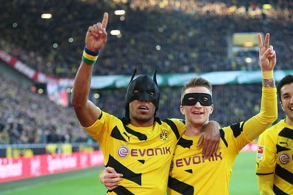 """El """"abrazo del oso"""" del Borussia Dortmund"""