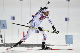 France's Martin Fourcade competes in the Men's Biathlon 12,5 km Pursuit at the Laura Cross-Country Ski and Biathlon Center during the Sochi Winter Olympics on February 10, 2014 in Rosa Khutor near Sochi. AFP PHOTO / ODD ANDERSEN