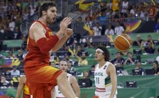 España comparte el balón y comparte la victoria