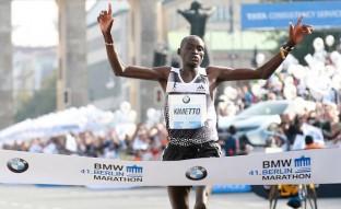 Dennis Kimetto rompe otra barrera en la maratón de Berlín